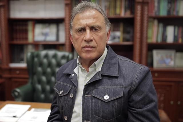 Yunes ofrece transporte a migrantes para ir a la CDMX y después lo suspende