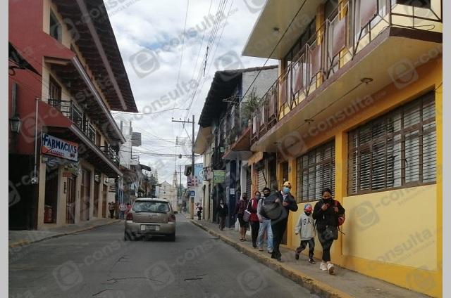 Cierran comercios en Zacapoaxtla, ciudadanos ignoran medida
