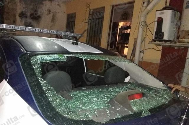 Dañan patrullas y lesionan a policías tras riña en Zacapoaxtla