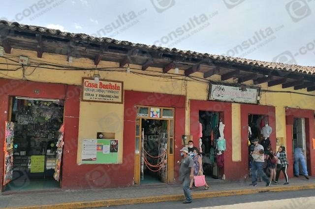 Ordenan cierre de comercios no esenciales en Zacapoaxtla