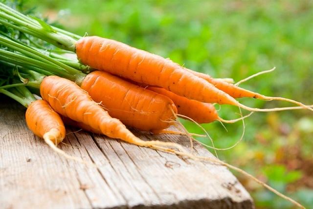7 beneficios de comer zanahorias que van más allá de una buena vista