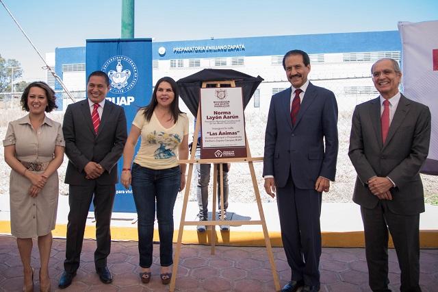 Inaugura Esparza calle de acceso a Preparatoria Zapata en Texmelucan