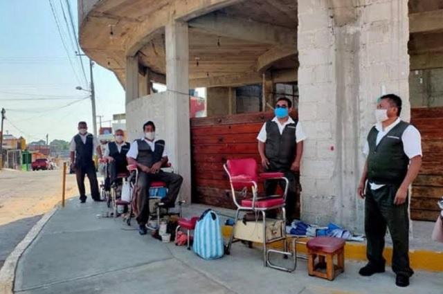 Aseadores de calzado de Huauchinango luchan contra la pandemia