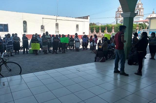Exigen a comerciantes foráneos no instalarse en Zinacatepec