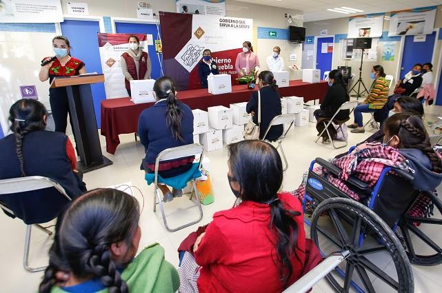 En Zoquitlán y Vicente Guerrero SEDIF reparte paquetes alimentarios