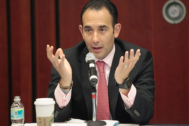 Se defiende Gil Zuarth de acusaciones de favorecer a las televisoras
